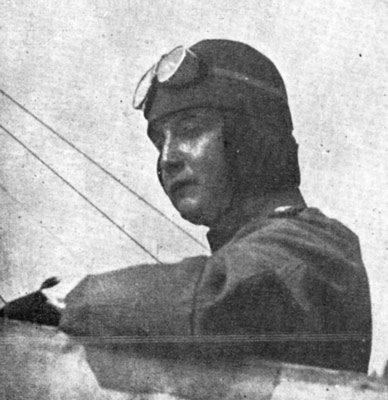 El Capitán Ávalos en su avión