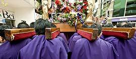 Procesión del Señor de los Milagros en Santiago
