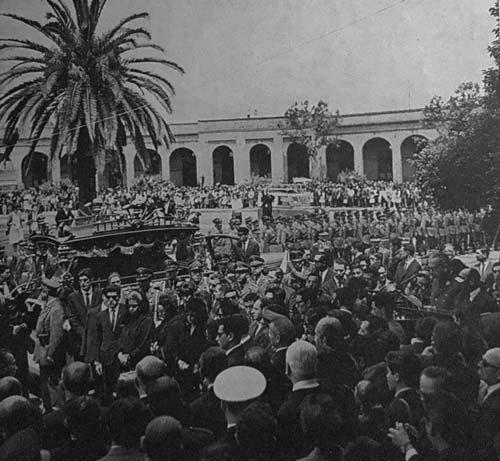 Multitud despide los restos del teniente Merino en el Cementerio General.
