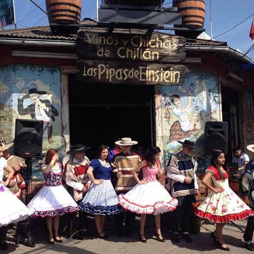 Música Folclórica y Bailes Tradicionales en Las Pipas de Einstein