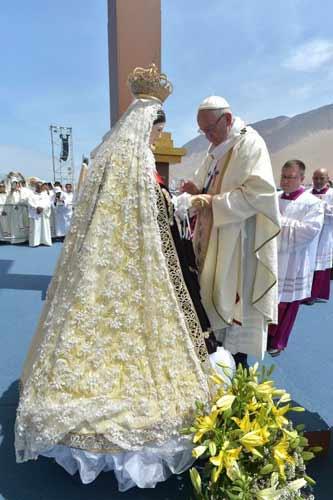 Papa Francisco Corona a la Virgen del Carmen de La Tirana en Iquique