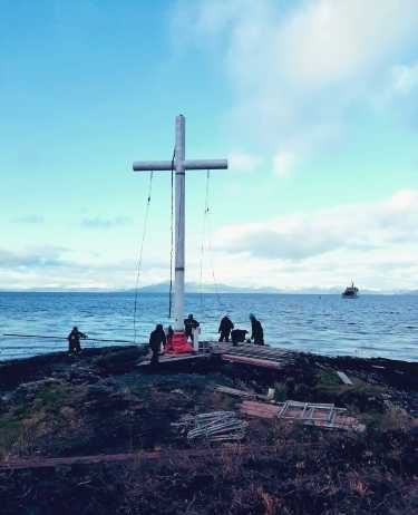 armada-instala-cruz-en-bahia-Fortescue-
